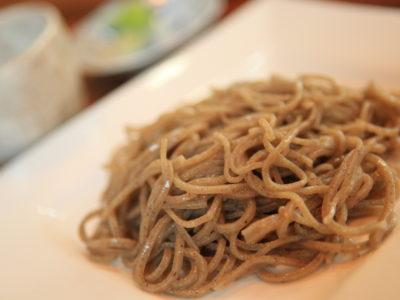 """享受蕎麥面和中島蕎麥面的""""蕎麥麵條的房子 Ōmori。"""