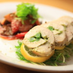 A convenient cooking goodies! Basil cheese-Ingen wrapped in a chicken breast with frog silicone food thread
