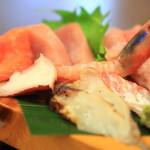 定食、丼、一品料理がリーズナブル「居食屋どん楽」が愛される理由