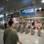 チャンギ国際空港から快適な交通手段MRTに乗り込みシンガポール市内へ