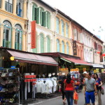 カラフルなショップで活気溢れるチャイナタウンでは食とショッピングを楽しもう