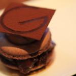 伝統あるフランス菓子への熱き想いを貫き創り続ける「パティスリージラフ」パティシエ・本郷純一郎