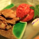 """名古屋的日本餐廳""""Yoshiirodori""""是所有房間包房的多道餐點,俯瞰具風味的總和與品位的花園"""