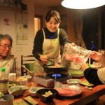 In the plain House now CM pot buzz Suntory-all free hog SHAKI pot of finely cut cabbage at dinner party