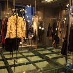 一邊欣賞佛羅倫斯市中受歡迎的選擇商店櫥窗購物