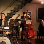 """現場有爵士樂三重奏 10 周年春遊中田町沙龍""""是取得巨大的成功!"""