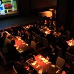 """在自治州的最大夜總會""""portetheater""""舉行了媒體峰會。"""