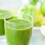 """適當的飲食和皮膚保健飲料""""綠色思慕雪"""""""