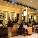 """在米蘭""""COVA Cova""""米德蘭咖啡館最古老的咖啡館裡"""