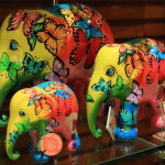 Making only his colorful original elephant 'elephant parade' freely and contribute