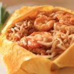 享受優雅的大堂餐廳的曼谷半島酒店泰國菜午餐