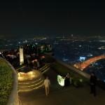 「ドーム」地上247mの金色に輝くドーム内にあるレストラン&バーでバンコクの夜景
