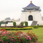 「中正記念堂」中華民国総統であった蒋介石の功績を記念した巨大な白亜の名物建築