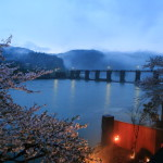 "A fantastic night filled with mist-long blossom ""garaku"" jinzu River"