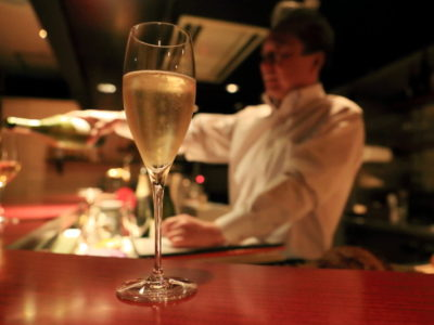 """A fun conversation and wine bar """"Kokubo"""" shopkeeper coherent while the wine pleasures and including"""