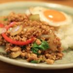 """對於日本人泰國烹飪泰國餐館""""沙巴堅果""""和他的日本妻子"""