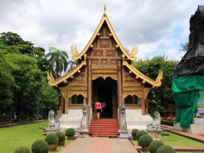 """看到帕雅寺""""金色辛格雕像,1 負盛名清邁寺廟"""