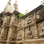 「ワット・チェット・ヨート」緑豊かな境内にそびえ立つインド仏教式の7つの塔