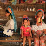 「パドゥン族」真鍮の輪を首に巻く風習ゆえに首長族と呼ばれる山岳地帯の少数民族