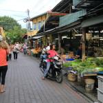 「ソンペット市場」チェンマイ旧市街住民の食を支え続ける台所的存在のマーケット
