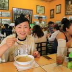 """""""寵物笑話歌""""泰國風格粥笑話是受歡迎的 24 小時餐廳"""
