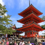 Walk on the cobbled streets from Hokan Temple Yasaka pagoda Kiyomizudera until dangling walks