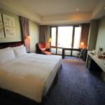 「グランドヴィクトリアホテル」シンプルデザインのスタンダードなデラックスルーム