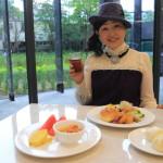 「プラチナホテル」朝食会場「Four seasons」にて中庭を眺めながらのモーニング