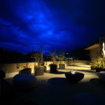 「熱海ふふ」青々と広がる夜空を迎え入れ静寂な時を過ごす夜の雰囲気
