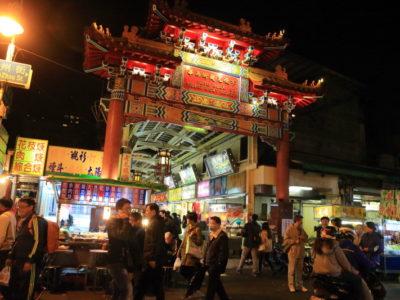 """龍山寺附近的""""廣州街観光夜市(艋舺夜市)""""和""""華西街観光夜市""""店擠滿在這裡變了!"""