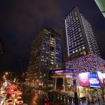 """Humble House Taipei 寒舍艾麗酒店"" 在信義區周圍的商場的美麗夜景"