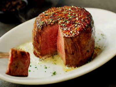 """RUTH'S CHRIS STEAK HOUSE"" Enjoy the aged meat in the American steak house that was born in New Orleans!"