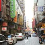 """台北批發區 """"華陰街"""" 市批發商繼續各種各樣的商品以低廉的價格排列!"""