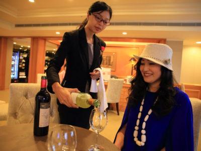 """""""The Sherwood Taipei 台北西華飯店"""" 在續約行政俱樂部酒廊典雅的時間"""