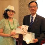 「グランドメイフル台北」富山の伝統工芸品をホテルオーナーにプレゼント!