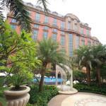 「マンダリンオリエンタル台北」隣接するアーケード街を中心にホテル周辺を散策