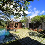 「The LALU 涵碧樓」広々とした贅沢な庭が広がるプライベートヴィラの客室