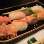 """享受懷石料理,協作,""""松樹歡樂壽司""""壽司以及專業飛彈飛彈牛肉 !"""