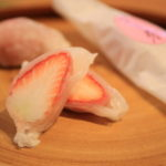 "Kanzanji Temple ""and without flowers"" Strawberry Daifuku limited time sale purchases every day long line"