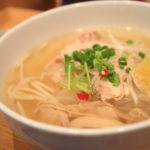 """越南菜在舒適的咖啡館""""為河內。"""
