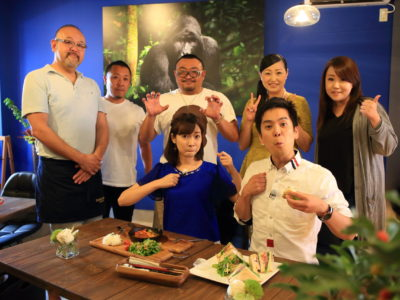 遇到大猩猩奶油電視報導 ! 滿足巨大的大猩猩咖啡館 & 花店
