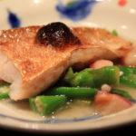 """晚餐在""""烹飪的閥門之一""""老烹飪藝術你貼敷在酒吧店主"""