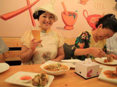 マンゴーツリーの姉妹店「マンゴー・チリ・タイ・カフェ」にてタイ料理