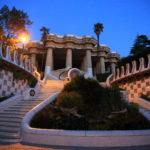 「グエル公園」ガウディ建築!グエル伯爵と夢見たイギリス風庭園住宅