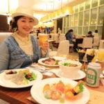 """""""馬戲團演奏宜蘭"""" 多國料理在美食自助餐餐廳就餐。"""