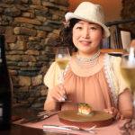 """生日午餐在城堡餐廳盛開的紫薇 """"現在和永遠""""。"""