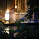 「坐漁荘」山もも柄の浴衣を羽織り自然豊かな日本庭園の早朝散策と鯉の餌やり