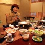 """使用 """"坐在"""" 煮米飯和伊豆特色菜充滿了五顏六色的日式早餐"""