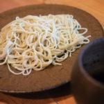 「蕎麦家おおもり」寒い冬は山の息吹を感じる山菜の天ぷらと手打ちそば